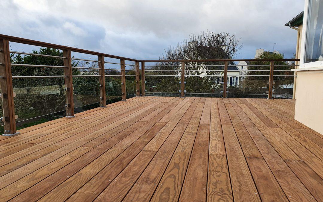 Réalisation d'une terrasse en hauteur en Pin de Ca…